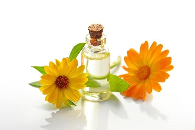 香水と花の画像