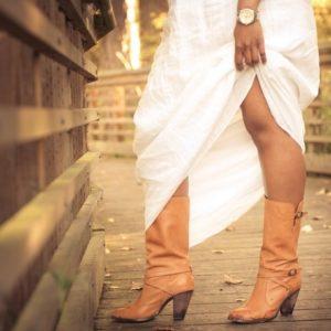 女性の足元の画像