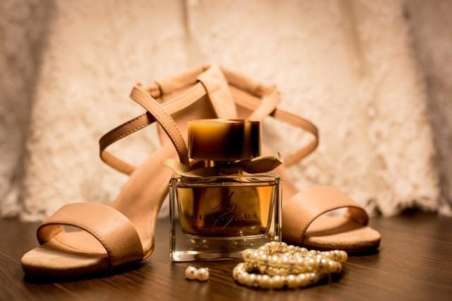 香水とドレス