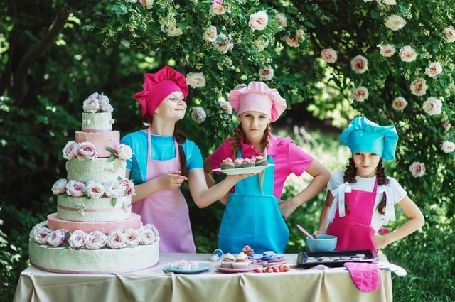 デザート食べる女の子