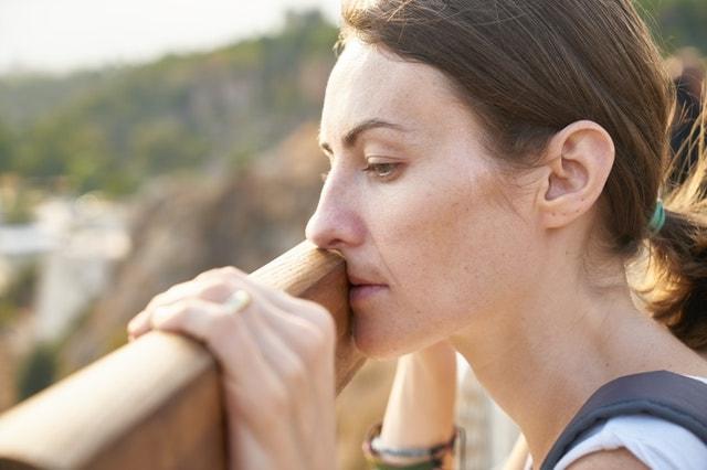 女性の横顔